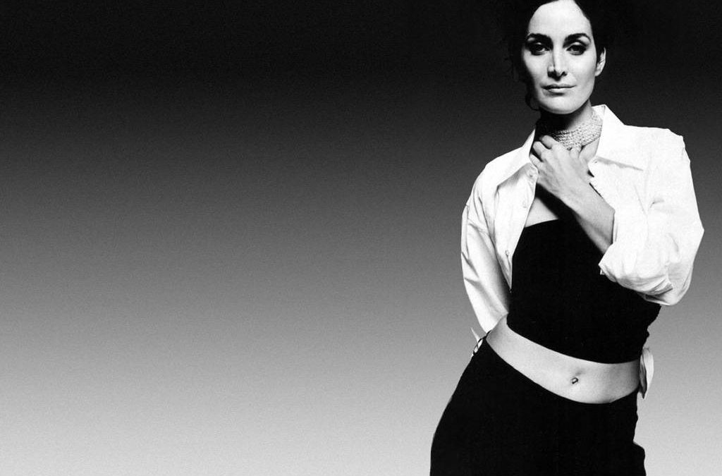 Carrie Anne Moss 03