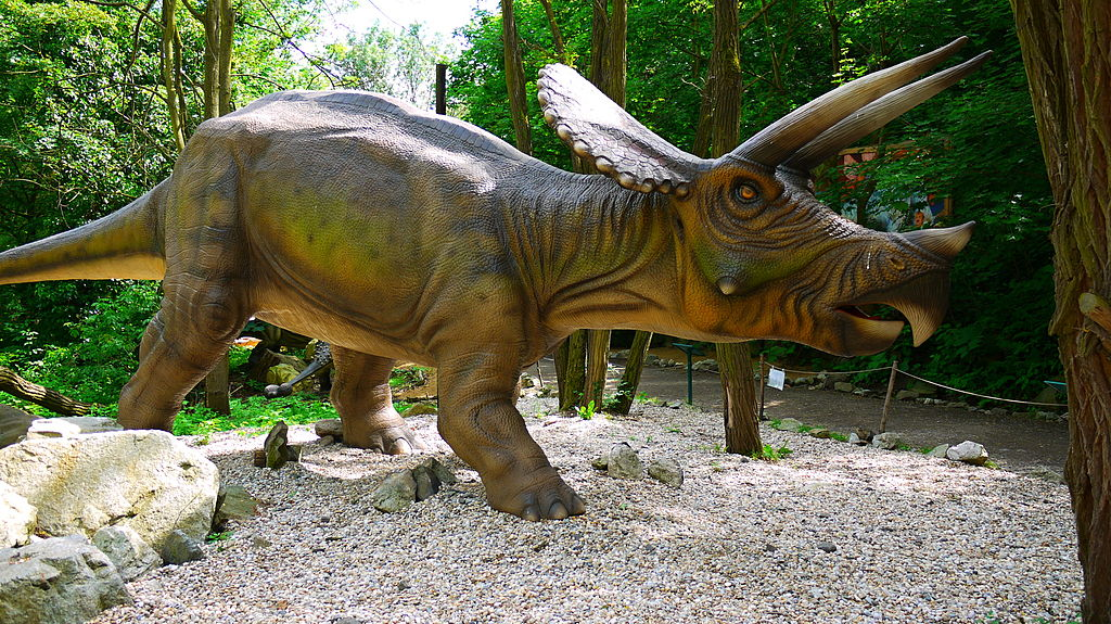 http://planete.qc.ca/wp-content/uploads/2019/03/1024px-Triceratops_DinoPark_Bratislava.jpg
